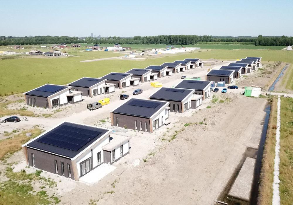 oplevering 18 vrijstaande woningen Almere